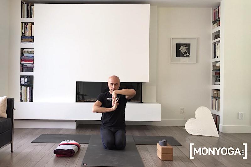 3 exercices efficaces pour réchauffer ses poignets avant un cours de yoga