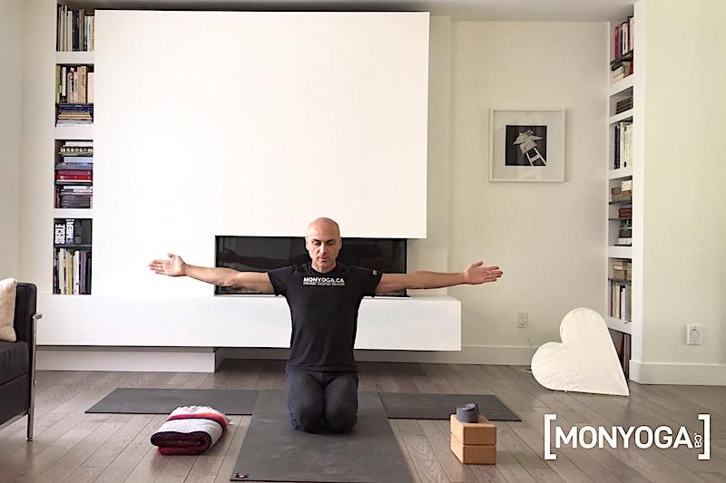 tutoriels de yoga 3 exercices rapides pour assouplir, réchauffer et tonifier ses épaules