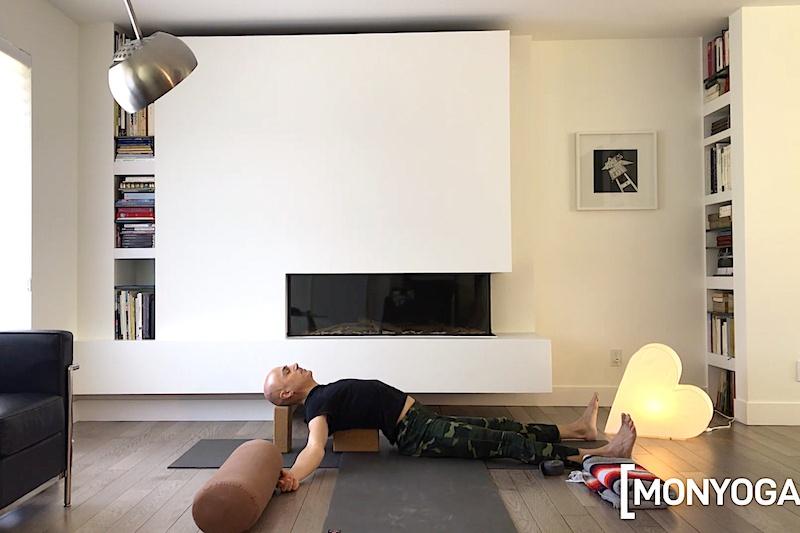 Séance de yoga en ligne pour vivre l'instant présent