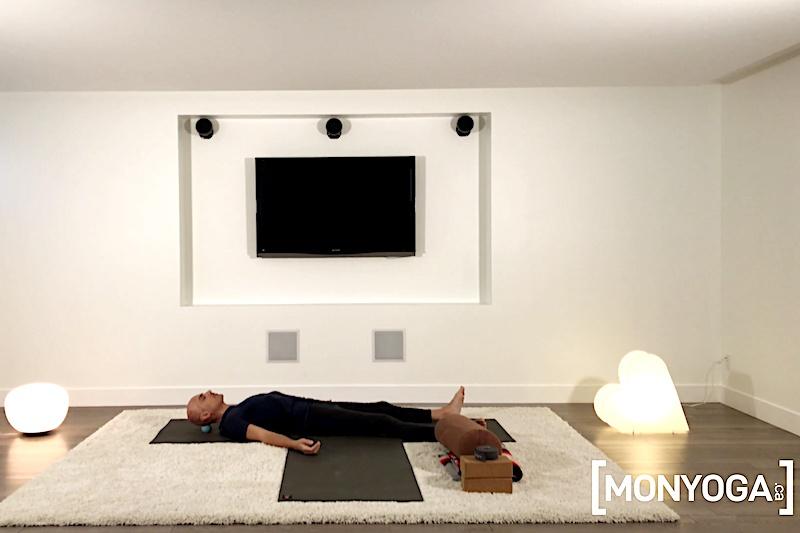 Séance de yoga en ligne pour libérer toutes les tensions accumulées dans le dos