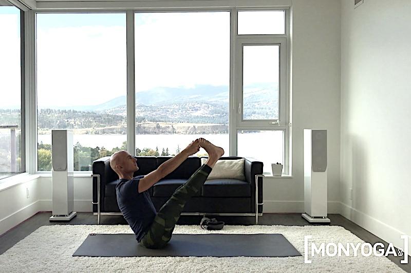 Tutoriels de yoga sur Navasana ou Posture du Bateau