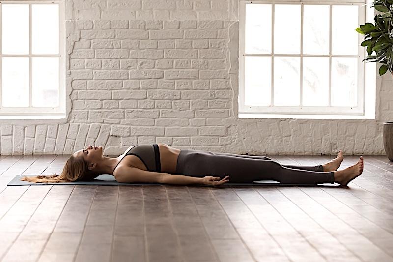 5 postures de yoga pour calmer, soulager, détendre et libérer le mental