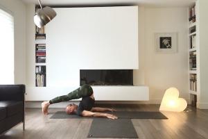 Séance de yoga pour être moins raide et étirer le corps en profondeur